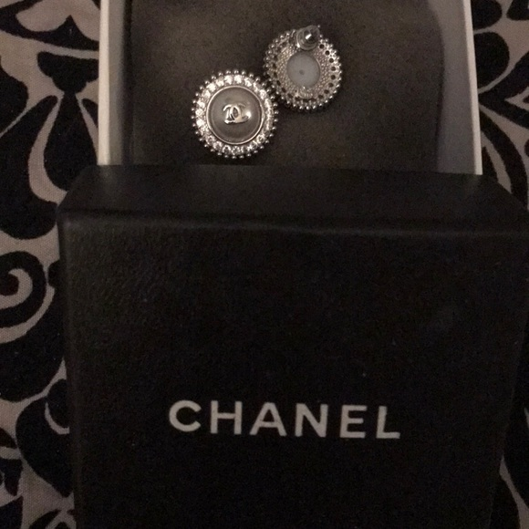 chanel silver and pearl earrings